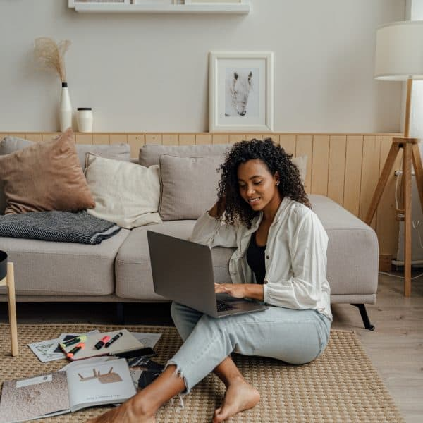 7 Profitable Online Side Hustles for Introverts